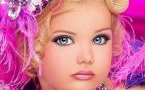 С какого возраста ваши дочки стали пользоваться декоративной косметикой?